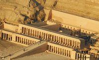 Англия вернула Египту украденный из храма женщины-фараона барельеф