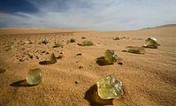 СМИ: ученые раскрыли происхождение желтого стекла в пустыне Египта