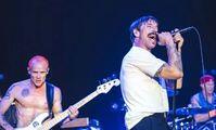 Легендарные Red Hot Chili Peppers спели у египетских пирамид