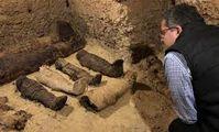 Археологи нашли в Египте 50 мумий, 12 из которых - дети. Кем были эти люди