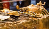 В Египте впервые показали золотые украшения Тутанхамона