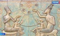 Древний Египет в центре Москвы: неизвестные художники украшают столицу барельефами
