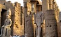 Туристы возвращаются в Луксор на чартерах