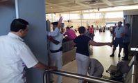 Пассажиры рейсов в Москву проходят тройной досмотр в аэропорту Каира