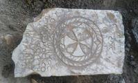 В Египте на аллее сфинксов нашли древнее коптское надгробие