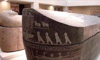 Египетские археологи нашли огромный черный саркофаг