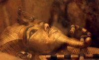 В Каире начали реставрировать позолоченный саркофаг Тутанхамона